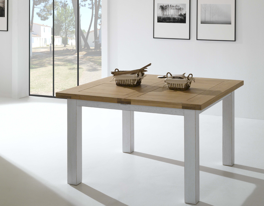 Table carr e pieds en ch ne blanchi alicia meubles turone for Table de sejour carree